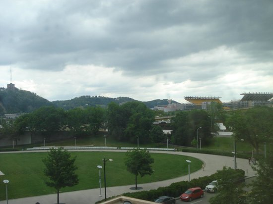 Wyndham Grand Pittsburgh Downtown: room view2