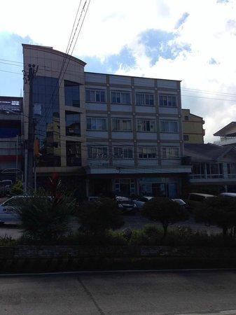 Holiday Park Hotel: hotel facade