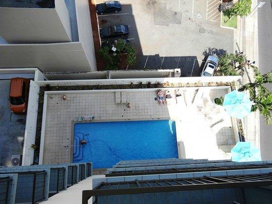 DoubleTree by Hilton Alana - Waikiki Beach: プールはとても小さいです