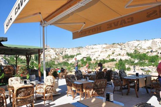 إس أو إس كايف هوتل: The terrace at SOS
