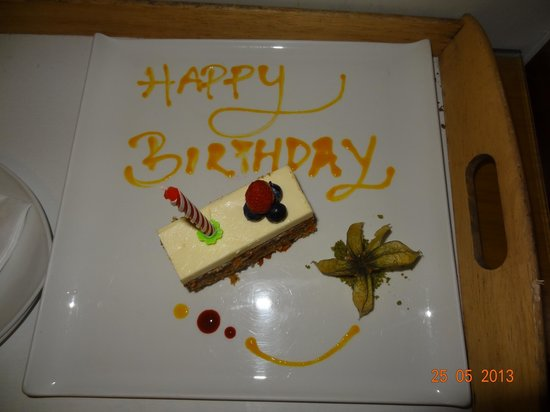 Amara Sanctuary Resort Sentosa: Complimentary Birthday Cake