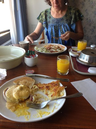 Nugget Casino Resort: Room service on time and excellent