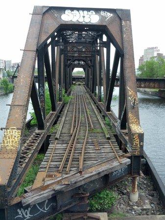 Lieu Historique National du Canal-de-Lachine : Old bridge