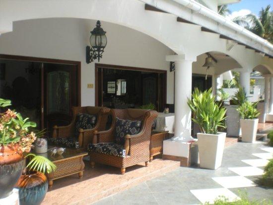 Le Bonheur Villa: Nice terrasse