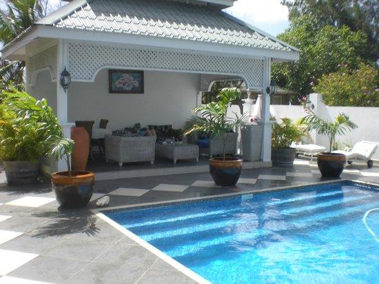 Le Bonheur Villa: Gazebo by the pool