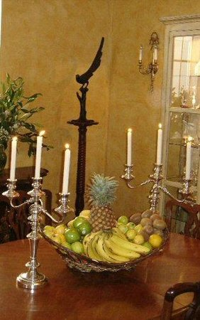 La Perla Hotel Boutique B&B: Silver candelabra in dining room