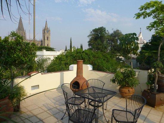 La Perla Hotel Boutique B&B : Rooftop Terrace View of the City of Guadalajara