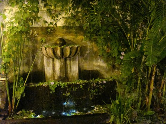 La Perla Hotel Boutique B&B: Fountain La Perla carved Cantera Stone