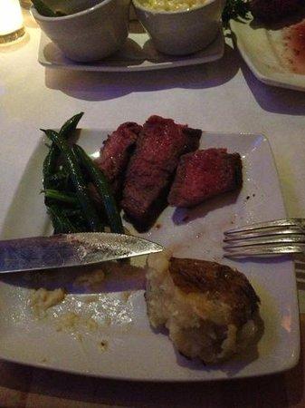 Angus' Cafe Bistro: steak special - yummy!!