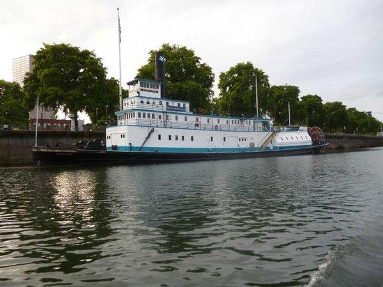 Dreamboat Cruises Tours: The Oregon Maritime Museum Paddlewheeler
