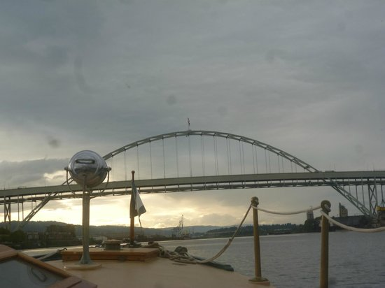 Dreamboat Cruises Tours: I've forgotten the name of this bridge by the shipyards.