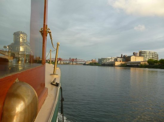 Dreamboat Cruises Tours: A river view of Portland