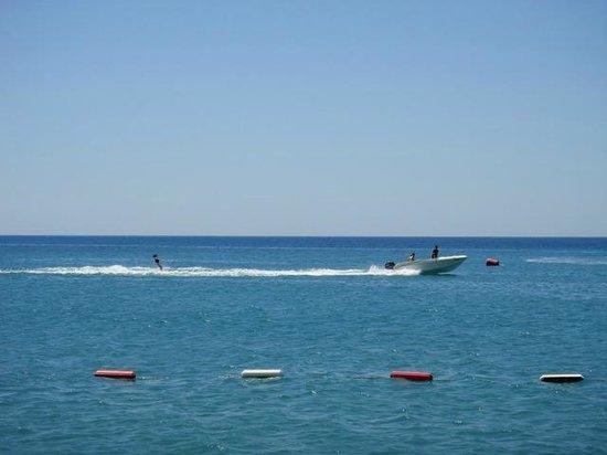 Gloria Golf Resort: water skiing