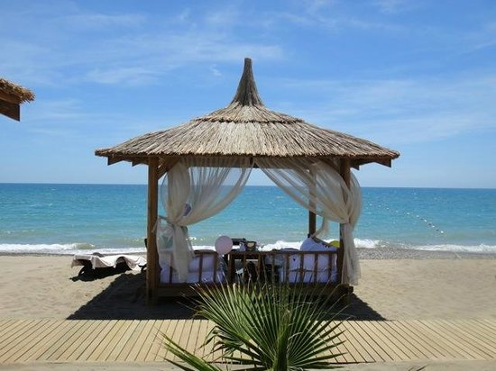 Gloria Golf Resort: private day beds