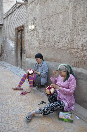 Kashi, Cina: Local ladies embroidering hats