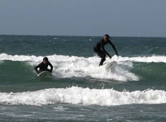 Buccaneers Lodge & Backpackers: Try your hand at surfing with our in-house surf instructor
