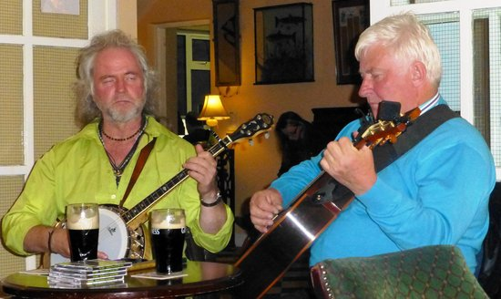 Leenane Hotel: Music in the leenane Pub