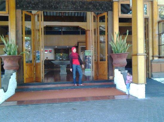 Grand Istana Rama Hotel Bali: pintu masuk di lobby