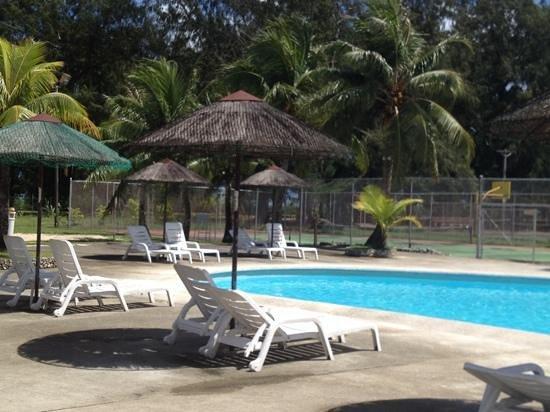 Chalan Kanoa Beach Hotel: pool and tennis court