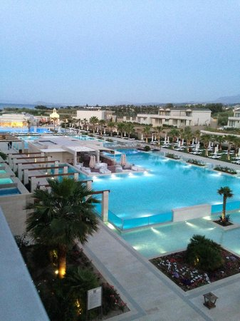 Avra Imperial Hotel: Evening view from our room