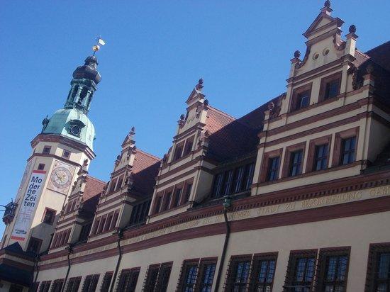 Antiguo ayuntamiento (Altes Rathaus): altes rathaus - lvisuale laterale