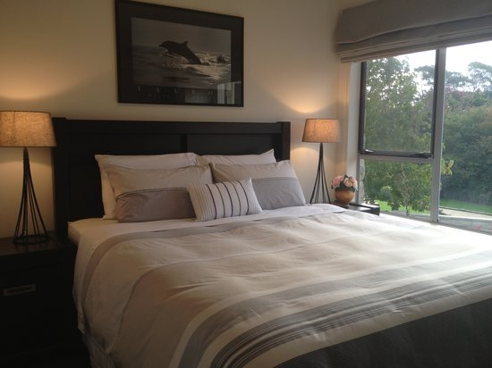Stone Cottage Bed & Breakfast: King size bedroom