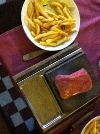 L' Argentine: steak on hot stone