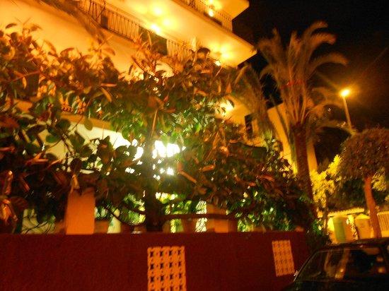 Hostal Valencia da esterno