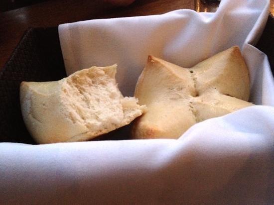 Tommy Bahama's Restaurant & Bar: freshly baked bread with a cinnamon butter