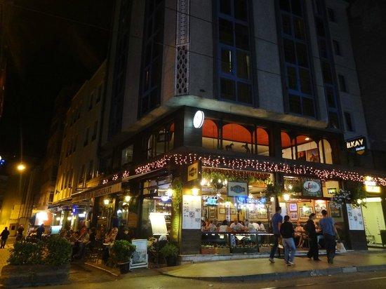 Ilkay Hotel: Hotel desde la calle