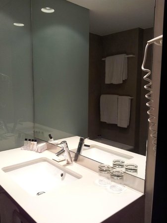 Alexandra Barcelona Hotel, Curio Collection by Hilton: Bagno
