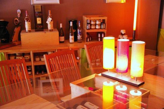 restaurant l 39 epicerie comptoir les halles dans lyon avec cuisine autres cuisines. Black Bedroom Furniture Sets. Home Design Ideas