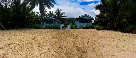 Kia Orana Beach Bungalows : Bungalow view from beach.