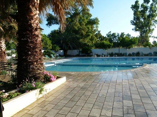 Sunset Hotel: Pool area