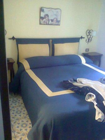 Hotel 7 Bello: stanza