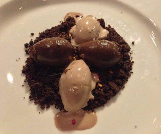 Restaurante Yandiola: Chocolate Sand with dark chocolate, olive oil and sea salt mousse and praline ice-cream