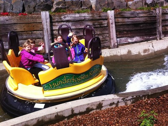 Hunderfossen Familiepark: The rafting was very popular.