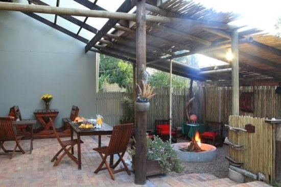 Loerie Guest Lodge: True South African Lapa