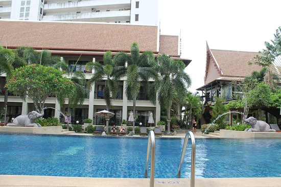 Deevana Patong Resort & Spa: pool 2