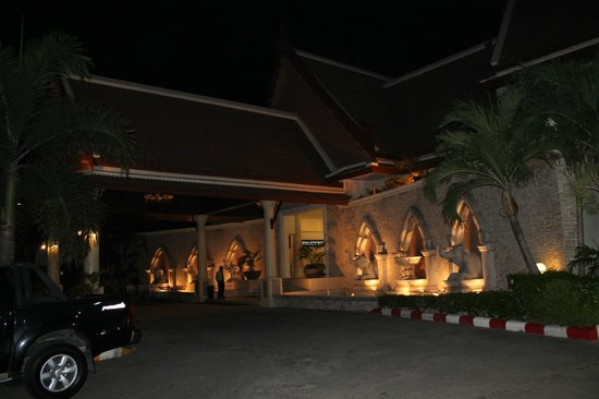 Deevana Patong Resort & Spa : hotel exterior