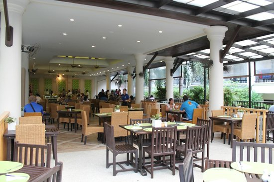 Deevana Patong Resort & Spa: breakfast restaurant