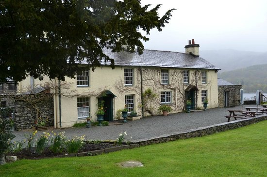 Swallows and Amazons Tearoom & Restaurant at Bank Ground Farm: Front of the farmhouse
