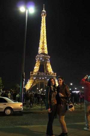 Victoria Hotel: С подругой у ночной Эйфельки!