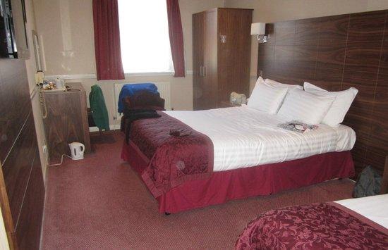 The Victoria Hotel: triple room