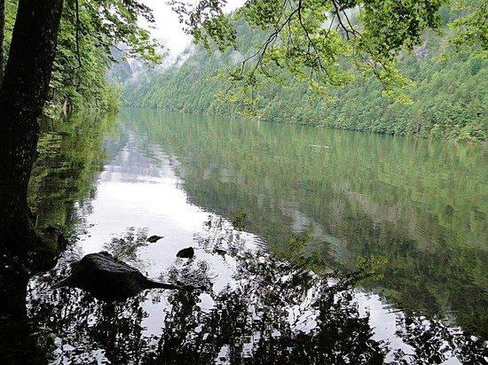 Fischerhutte am Toplitzsee: sagenumwobener Toplitzsee