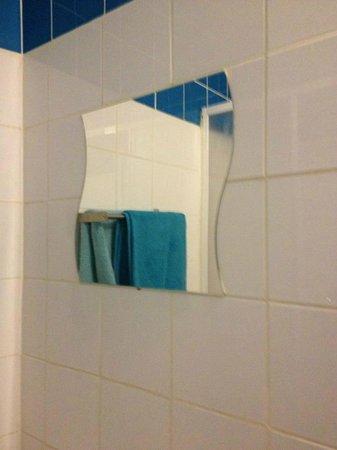 FM Hotel: bathroom