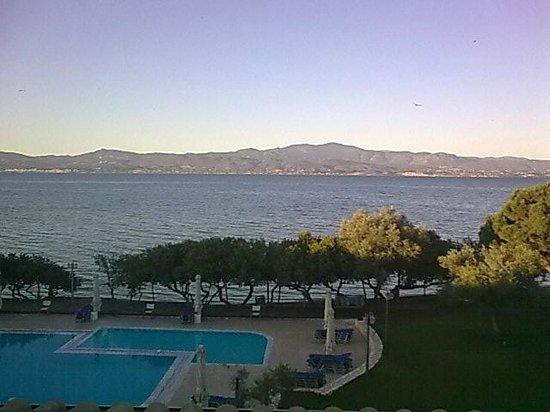 Negroponte Resort Eretria: ΘΕΑ ΑΠΟ ΤΑ ΔΩΜΑΤΙΑ ΣΕ ΘΑΛΑΣΣΑ ΚΑΙ ΩΡΩΠΟ!!!