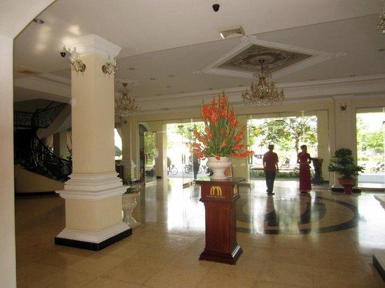Hotel Saigon Morin: Hotel Lobby