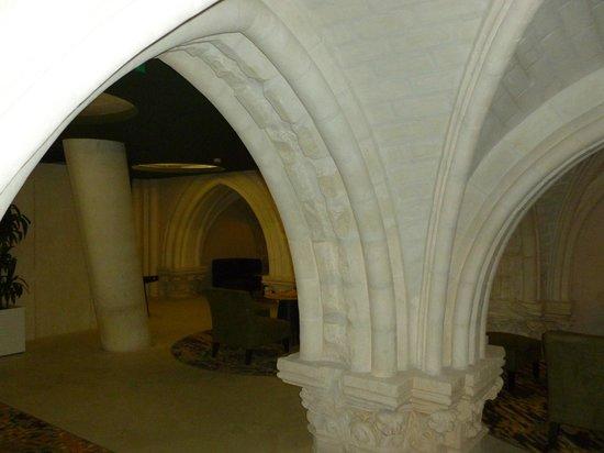 Mercure Poitiers Centre Hotel: Vaulted stairways
