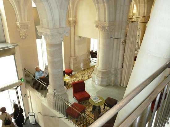 Mercure Poitiers Centre Hotel: View of reception